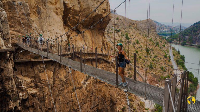 Ponte sospeso sull'acquedotto