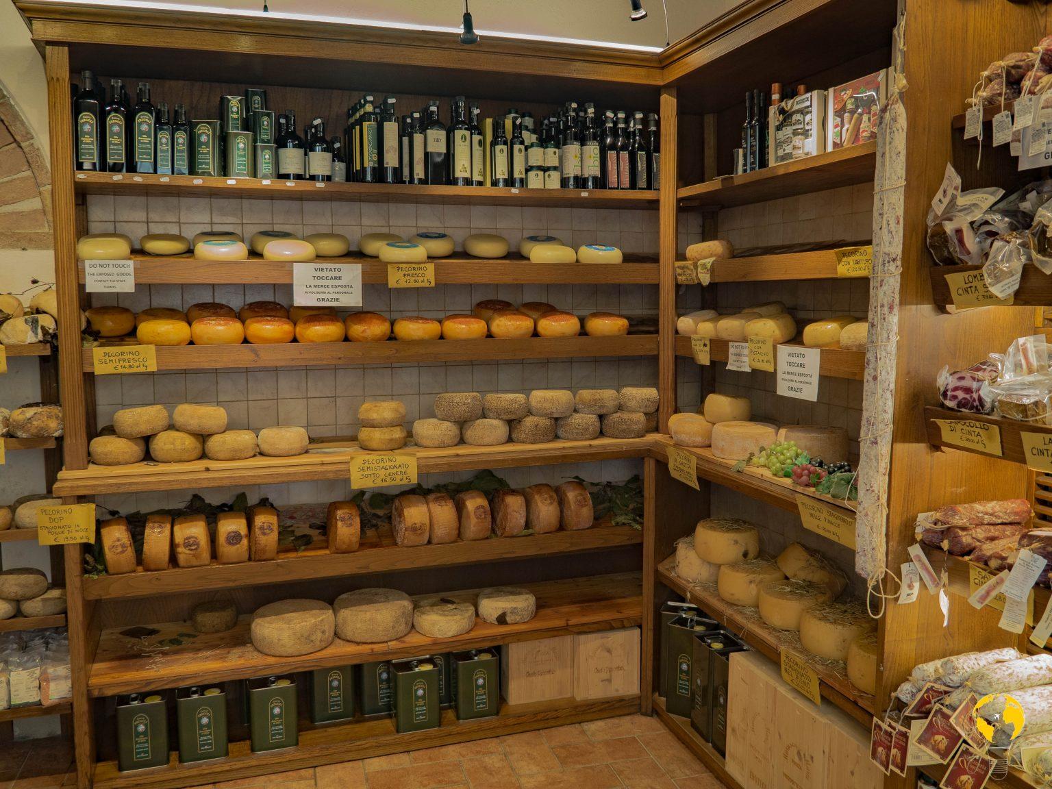 Marusco e Maria, negozio di formaggi
